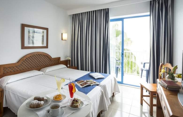 Elegance Vista Blava - Room - 18