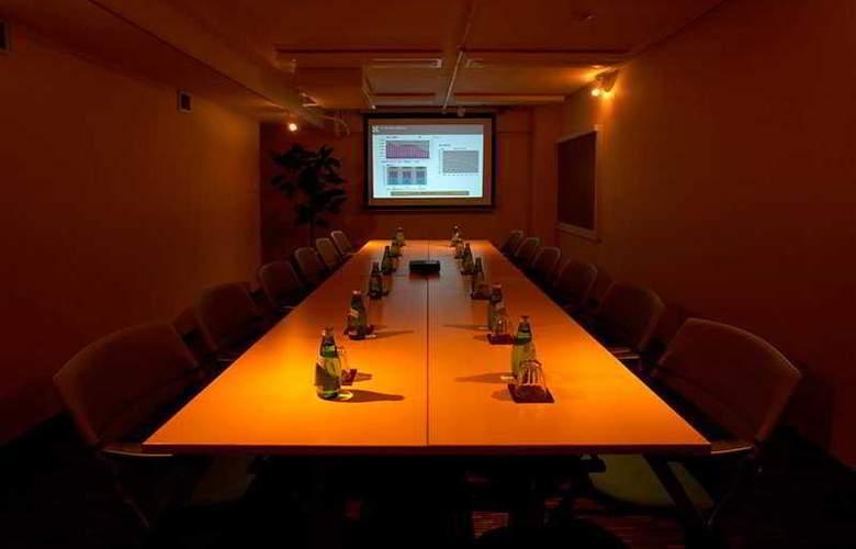The b Akasaka - Conference - 6