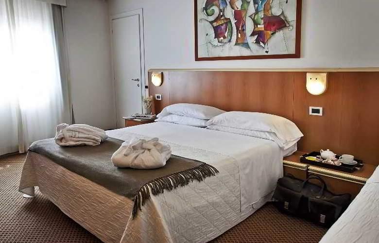 Principe di Piemonte (Rimini) - Room - 13
