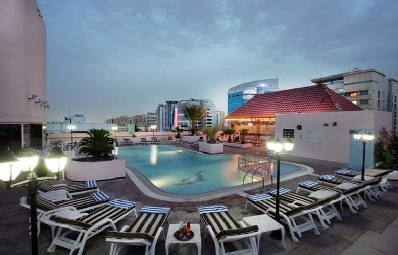 Hilton Beirut Metropolitan Palace - Pool - 5