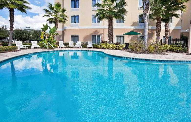 Holiday Inn Express & Suites Tampa - Pool - 26