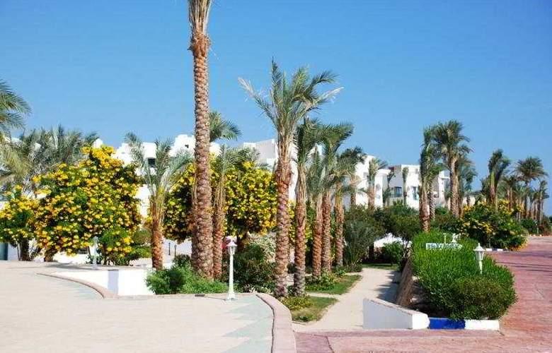 Royal Rojana Resort - Hotel - 0