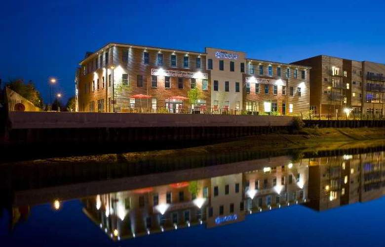 Ramada Encore Ipswich - Hotel - 0