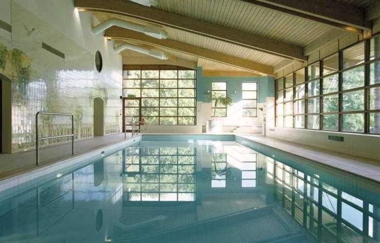 De Vere Denham Grove - Pool - 4