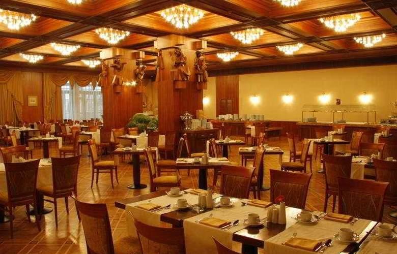 President - Restaurant - 5