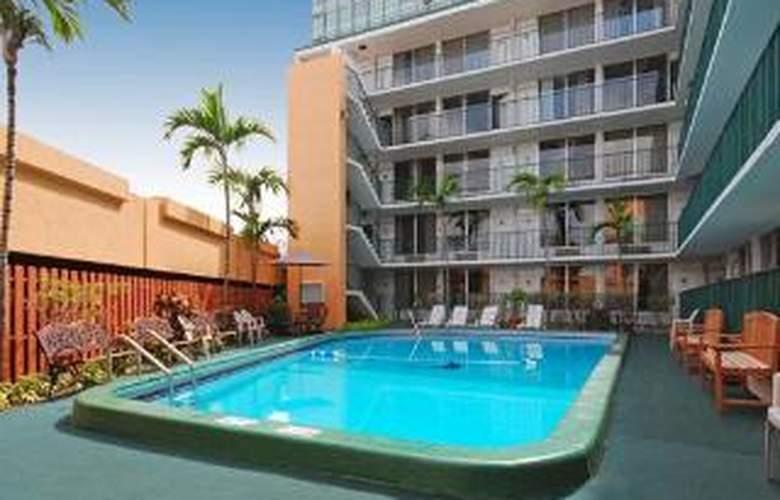 Rodeway Inn Miami Airport - Pool - 4