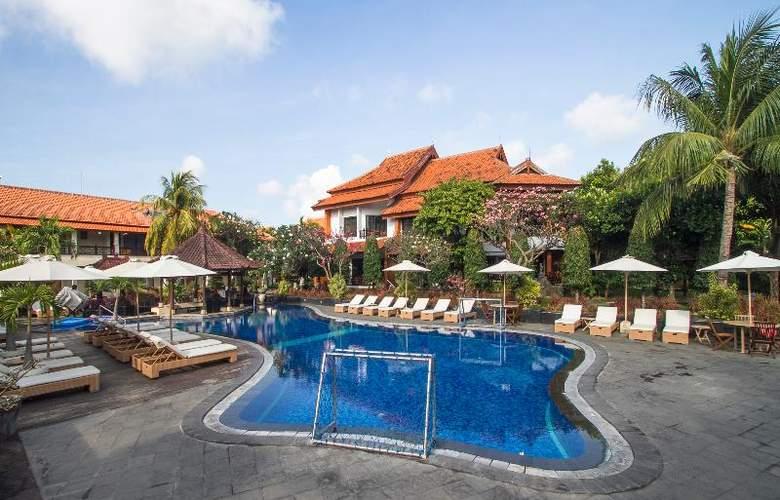 Sol House Kuta Bali - Pool - 17