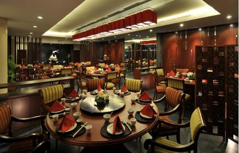 Prime Plaza Hotel and Suite - Restaurant - 10