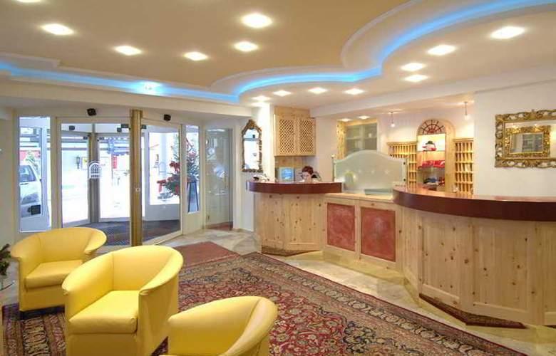 Alpenhotel Saalbach Hotel - General - 1