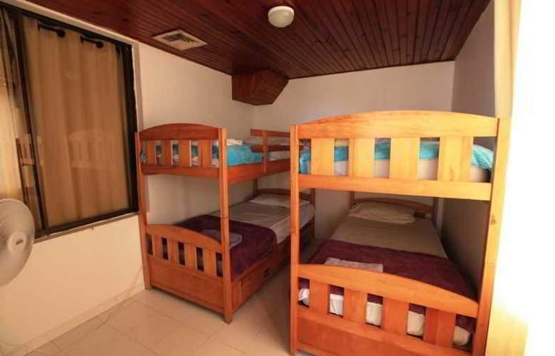 Zoila Agudelo Aptos - Room - 27