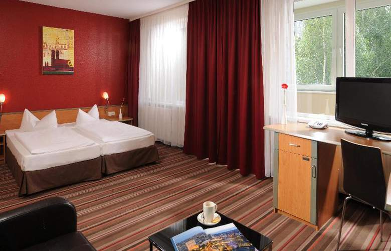 Airport Hotel Berlin Brandenburg - Room - 9