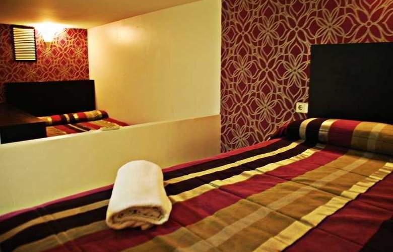 Sun & Moon Hostel - Room - 2