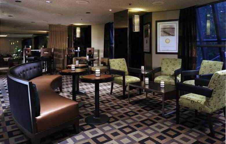 Crowne Plaza Hotel Seattle - Bar - 8