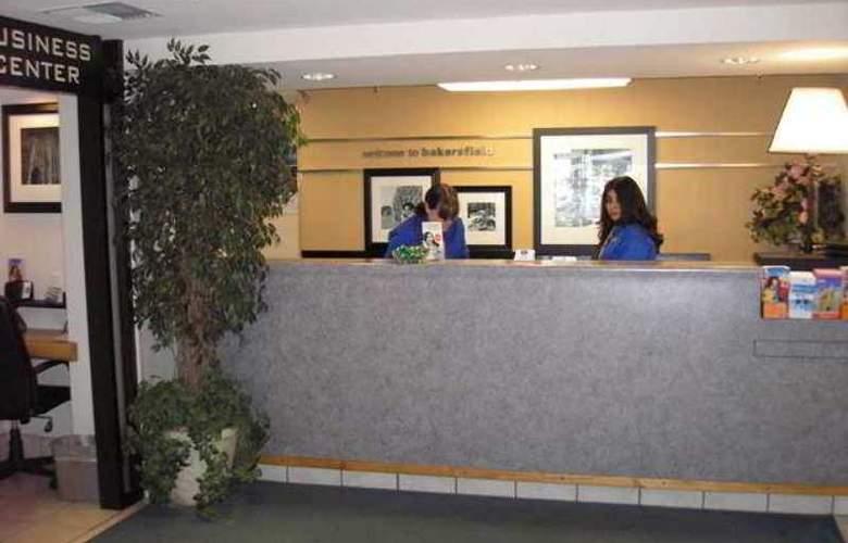 Hampton Inn Bakersfield-Central - Hotel - 10