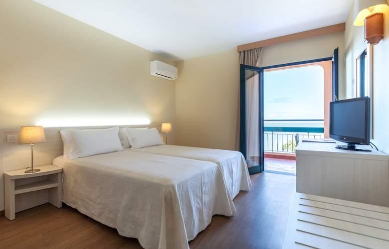 Dom Pedro Garajau - Room - 13