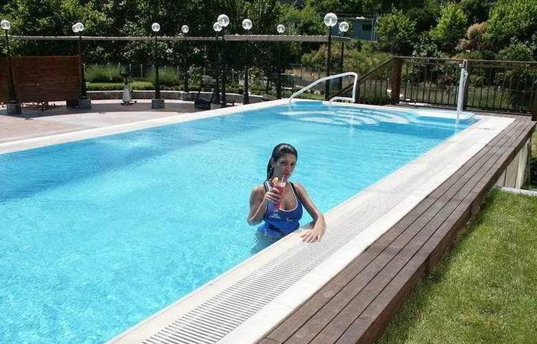 The Ritz Carlton Istanbul - Pool - 5