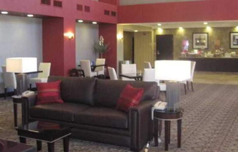 Hampton Inn & Suites Las Vegas South - Hotel - 3