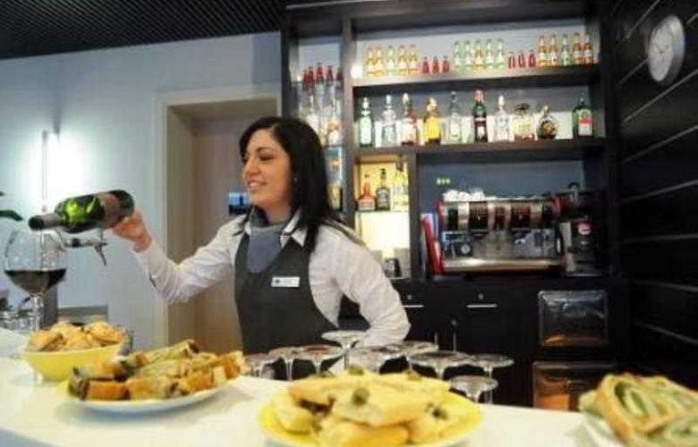Ih Hotels Milano Gioia - Bar - 8