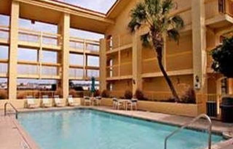 La Quinta Inn San Antonio / Sea World - Room - 4