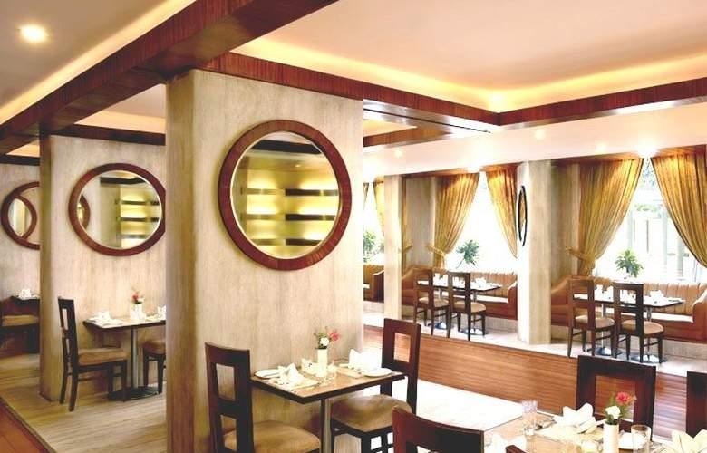 Hotel Royal Plaza (Ramada Plaza) - Restaurant - 10