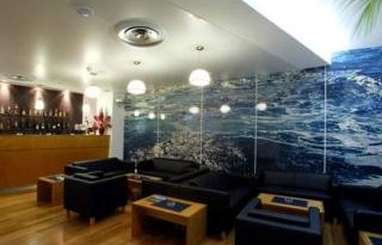 Comfort Inn Hotel - Bar - 5