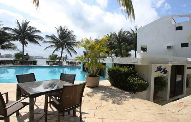 Sina Suites - Pool - 15