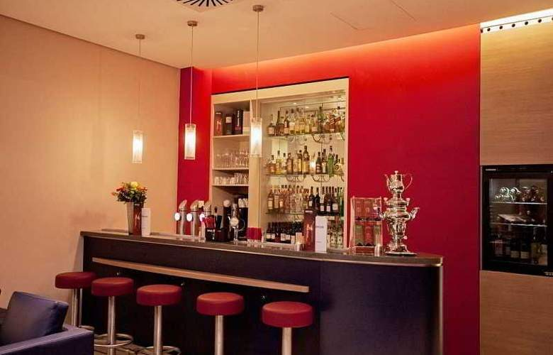 Fourside Hotel  City Center Vienna - Bar - 10
