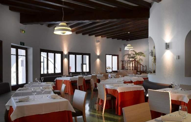 Fiesta Hotel Cala Gracio - Restaurant - 22