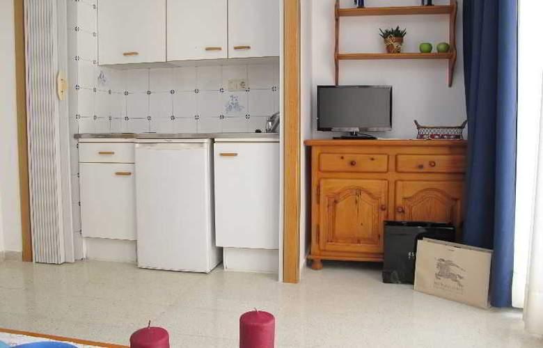 Santi Apartamentos - Room - 8
