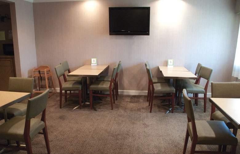La Quinta Inn & Suites Orlando South - Restaurant - 4