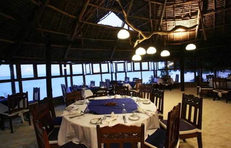 Karafuu Hotel Beach Resort - Restaurant - 3