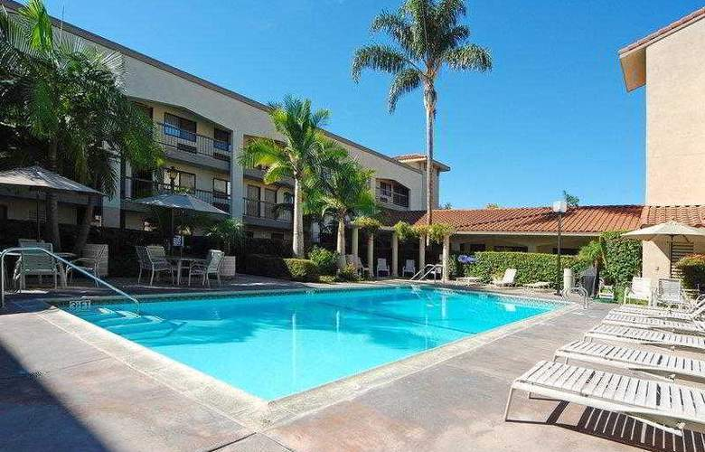 Best Western Plus Orange County Airport North - Hotel - 37