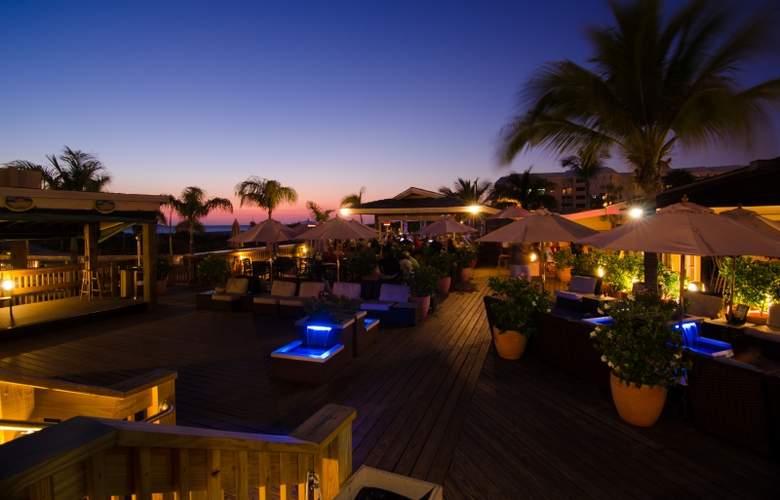 The Beachcomber Hotel & Resort - Terrace - 8