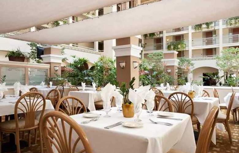 Embassy Suites - Hotel - 4