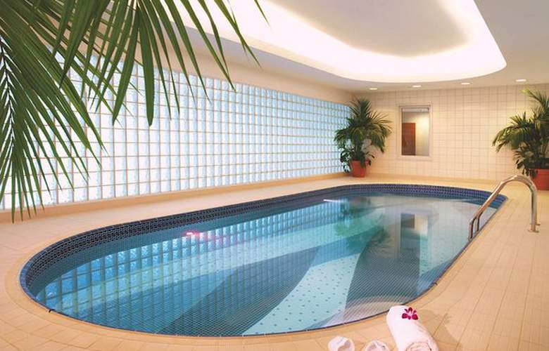 Dubai International Airpot - Terminal hotel - Pool - 1