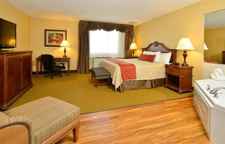 Best Western Dubuque Hotel & Conference Center - Pool - 105