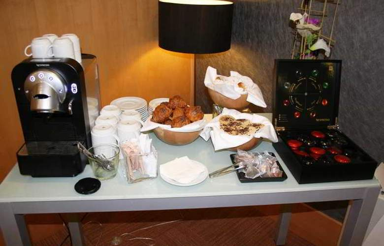 Expo Hotel  Barcelona - Restaurant - 30