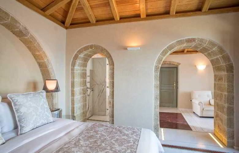 Moni Emvasis Luxury Suites - Room - 15