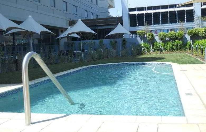 Holiday Inn Johannesburg - Rosebank - Pool - 5