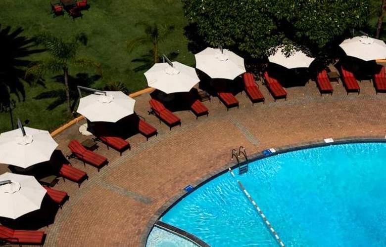 InterContinental Lusaka - Pool - 18