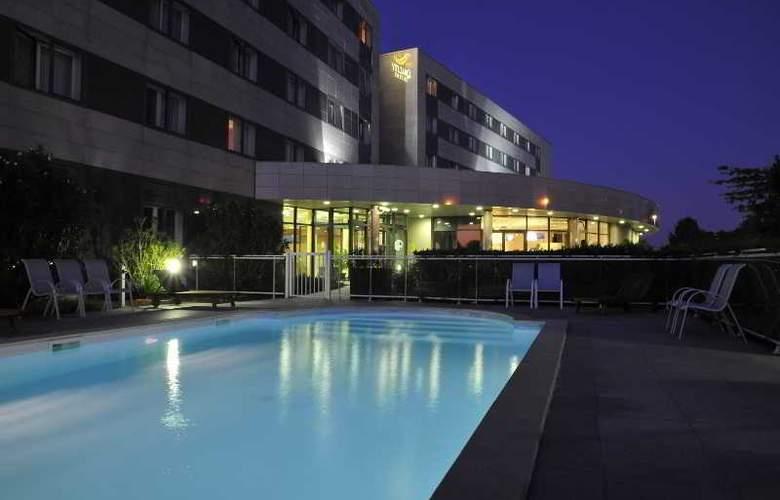 Quality Suites Bordeaux Aéroport & Spa - Pool - 9