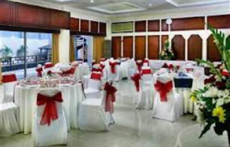 Inna Simpang Surabaya - Conference - 4