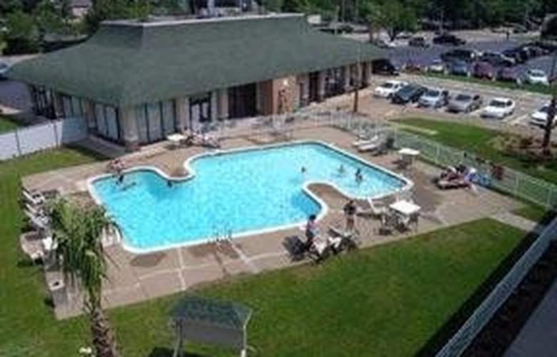 Quality Inn Pavilion - Pool - 3