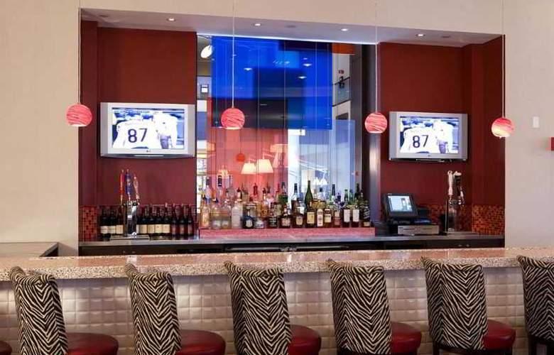 Hilton Meadowlands - Bar - 10