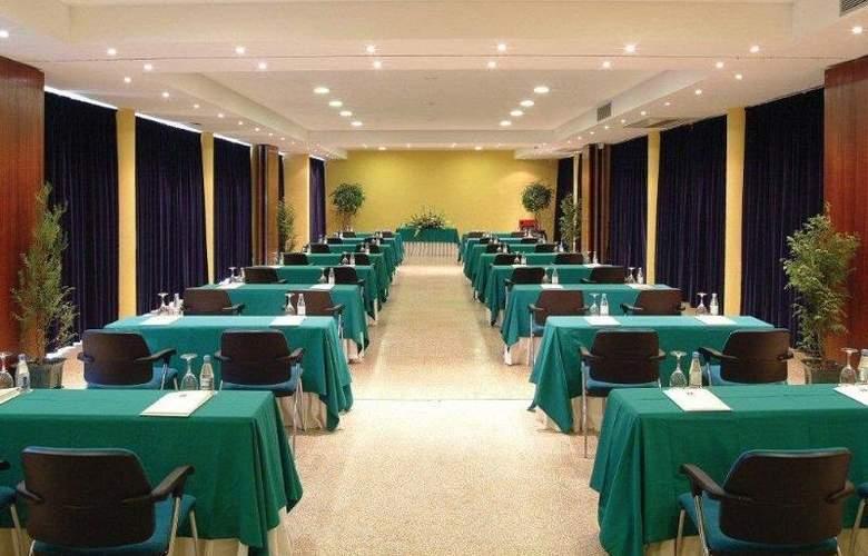 Golden Tulip Braga - Conference - 35