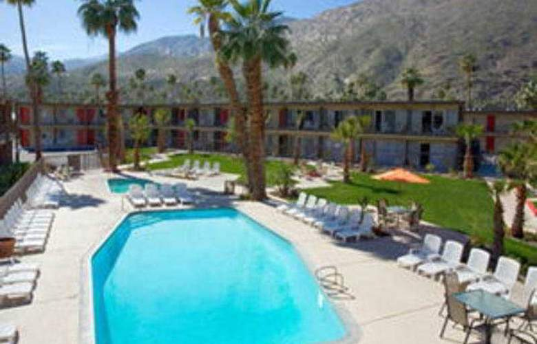 Travelodge Palm Springs - Pool - 3
