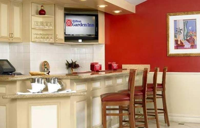 Hilton Garden Inn Queens/JFK Airport - Bar - 17