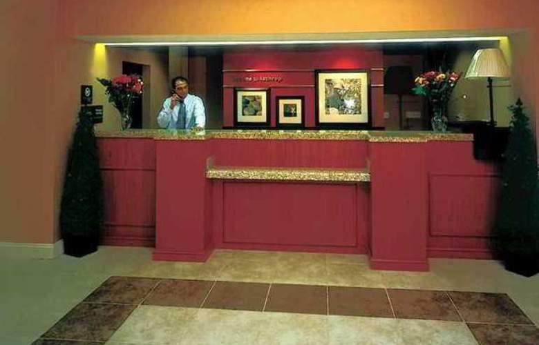 Hampton Inn & Suites Lathrop - Hotel - 3