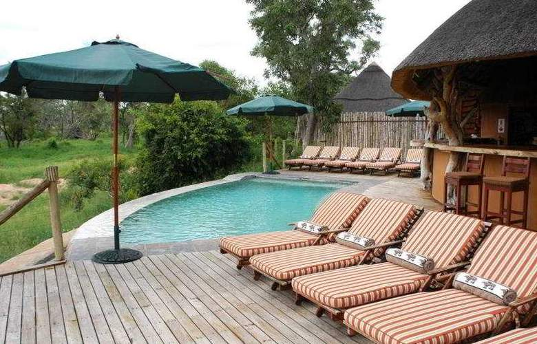 Royal Legend Safari Lodge - Pool - 3