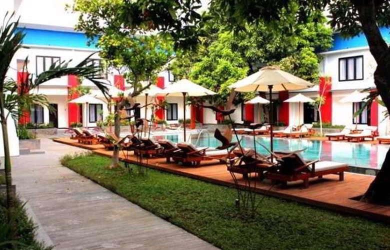 Odua Ozz Hotel Kuta - Pool - 11